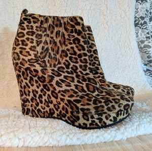 🌼BCBG [Vance 2] Leopard Suede Ankle Boots🌼 NEW